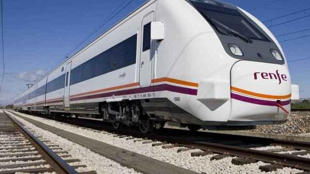 Tren convencional. Imagen de archivo