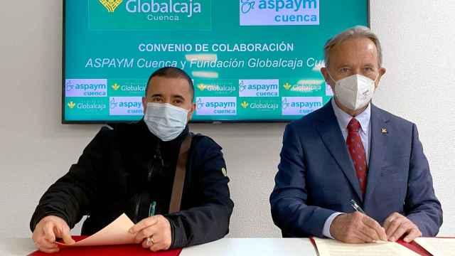 Firma del convenio entre Fundación Globalcaja y ASPAYM