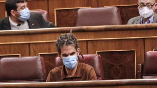 El diputado de Unidas Podemos, Alberto Rodríguez, sentado en su escaño del Congreso. EP