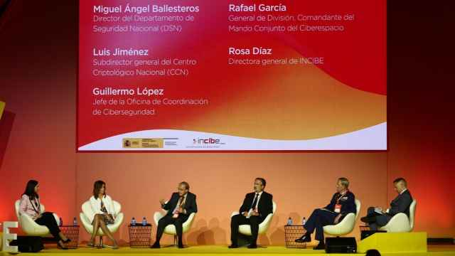 Imagen de una mesa redonda del Encuentro Internacional de Seguridad de la Información (ENISE) organizado por Incibe