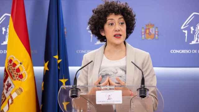 Aina Vidal durante una rueda de prensa en el Congreso.