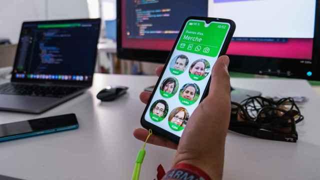 El móvil Maximiliana se utiliza sin tocar la pantalla.