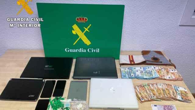 Materiales incautados durante la operación de la Guardia Civil en Arévalo
