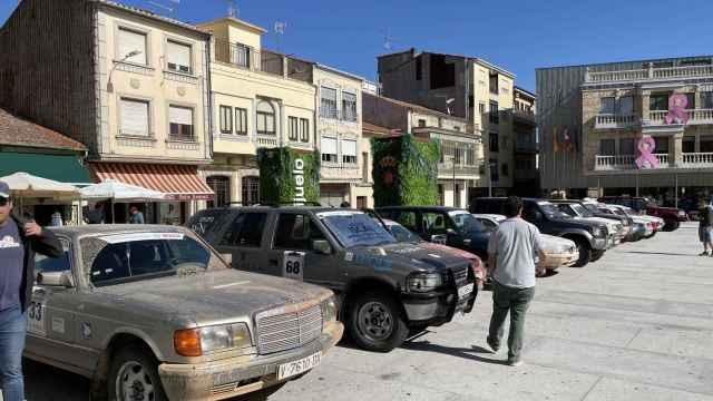 Los vehículos clásicos estacionaron en la Plaza Mayor de Guijuelo