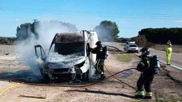 Imagen del incendio del vehículo en la A-62