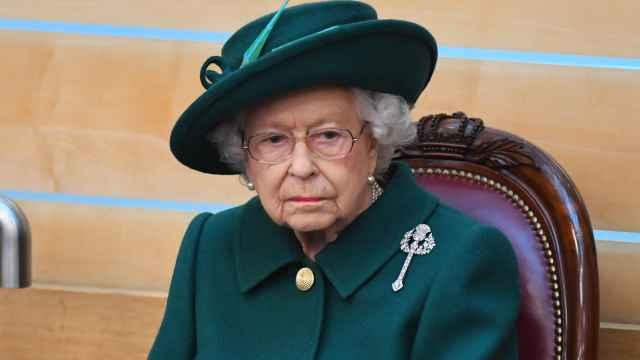 La reina Isabel II cancela un viaje oficial por prescripción médica