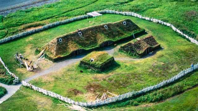 Reconstrucción de un edificio vikingo del yacimiento de L'Anse aux Meadows.
