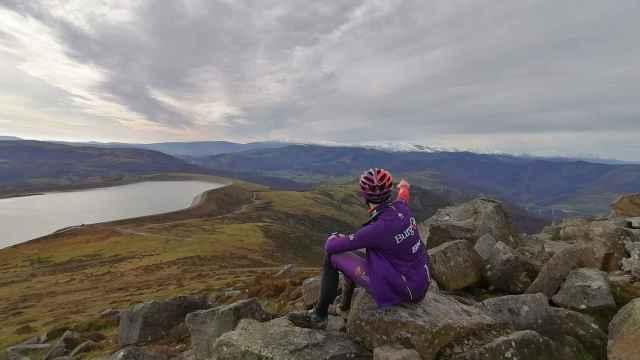 Ángel Madrazo, ciclista del Burgos BH, en el Pico Jano