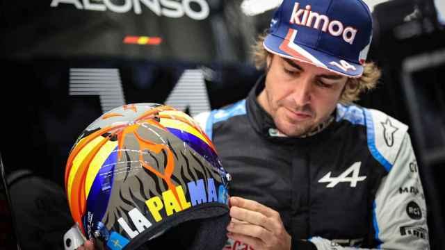 Fernando Alonso, con su casco homenaje a La Palma