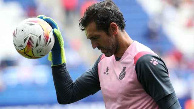 Diego López, durante un calentamiento del Espanyol en La Liga 2021/2022