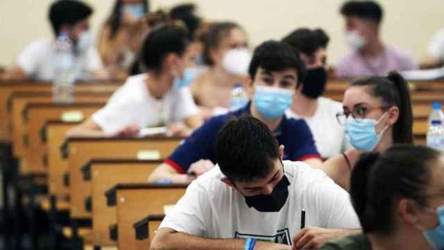 La Junta concede los Premios Extraordinarios de Educación: la lista de alumnos galardonados