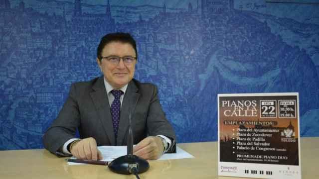 El concejal de Cultura y Educación de Toledo, Teo García, ha presentado la tercera edición de 'Pianos en la calle'