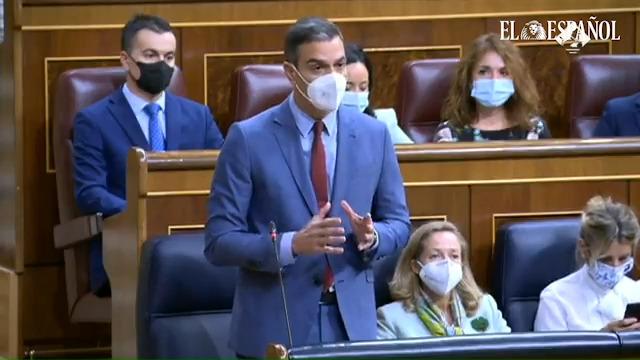 """Pablo Casado pregunta al presidente del Gobierno, Pedro Sánchez, si """"considera que las decisiones de su Gobierno no dejan a nadie atrás""""."""