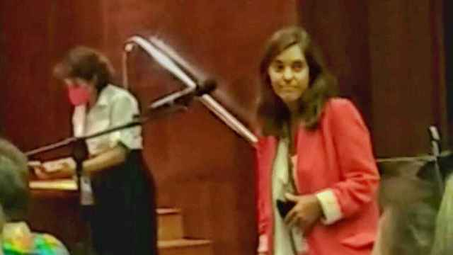 Imagen captada del vídeo en el que Inés Rey, alcaldesa de La Coruña y delegada en el Congreso del PSOE, reclama debate en la comisión de Igualdad.