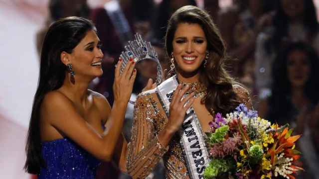 Imagen de archivo de Miss Francia siendo coronada Miss Universo en 2017.