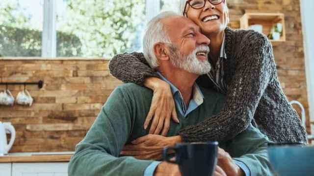 Una pareja de mediana edad.