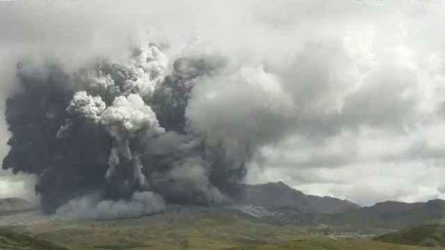 El Monte Aso en Japón entra en erupción. Efe