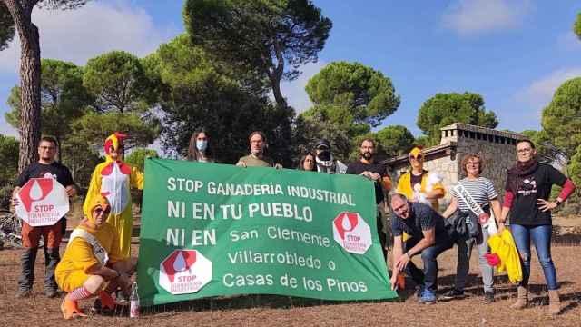 Manifestación contra la instalación de una macrogranja de gallinas entre Albacete y Cuenca. Foto: PUEBLOS VIVOS CUENCA