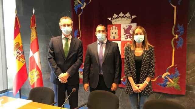 Luis Javier González, Eloy Ruiz y Marta Moreno presentaron la campaña de vacunación contra la gripe