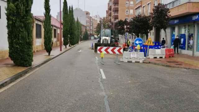 Un carril de la Carretera Rueda permanece cortado al tráfico