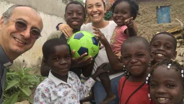 Marta Ferrero durante su tarea misionera en Angola