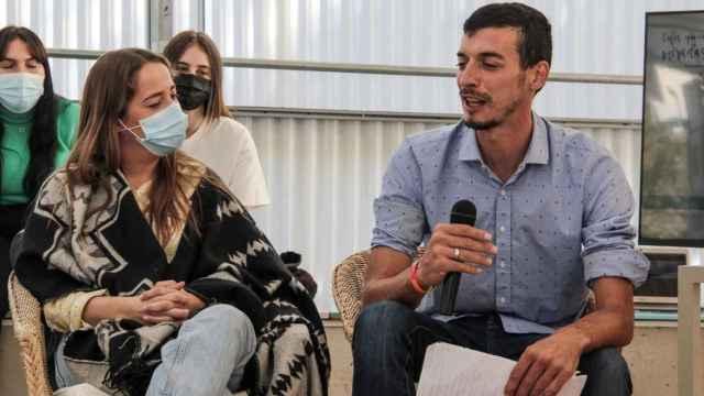 Ana García, responsable del Servicio de Apoyo para la Vida Independiente y Luis Miguel Díaz , residente en la vivienda tutelada