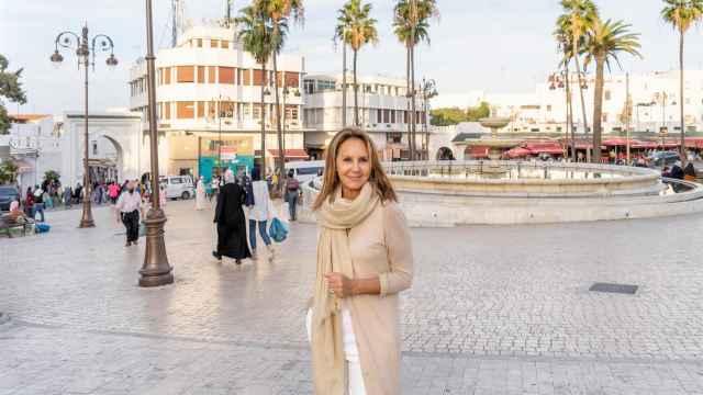 La escritora María Dueñas en Tánger, escenario de 'El tiempo entre costuras'