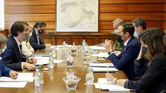 Reunión entre Juan Carlos Suárez-Quiñones y Conrado Íscar
