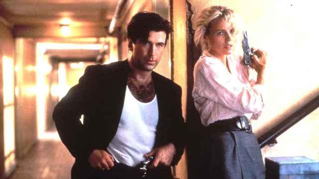 Alec Baldwin y Kim Basinger, en una escena de la película 'Getaway' de 1994 | Foto: Gtres