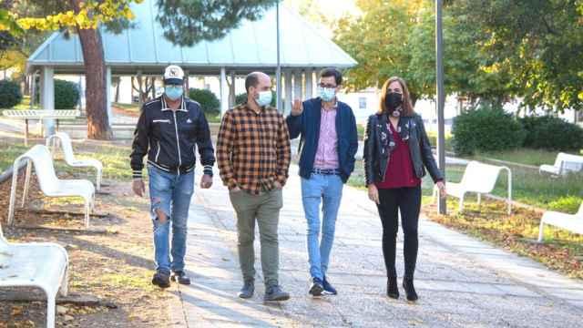 Visita de los concejales socialistas al barrio de Tejares