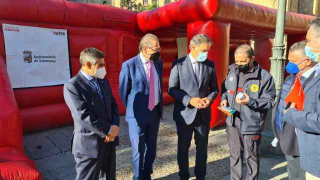El alcalde Carlos García Carbayo inauguró la Semana de Prevención de Incendios en la plaza de Anaya