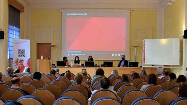 Alumnos del Programa Interuniversitario de la Experiencia, durante una de las clases