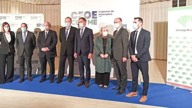Autoridades y galardonados en los premios Cepyme Salamanca