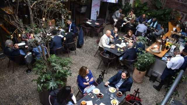 Imagen de un almuerzo de trabajo de la Diputación de Valladolid en México