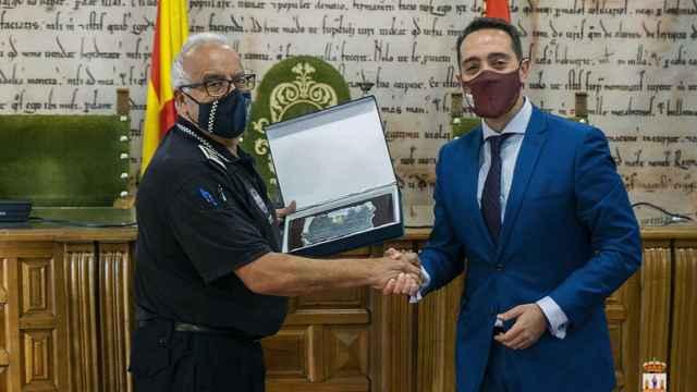 Benavente conmemora los 30 años de servicio del jefe de la Policía en su último día de servicio