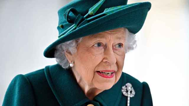 La reina Isabel II durante una sesión del Parlamento.