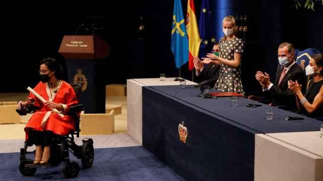 Teresa Perales, emocionada tras recoger el premio Princesa de Asturias de los Deportes 2021