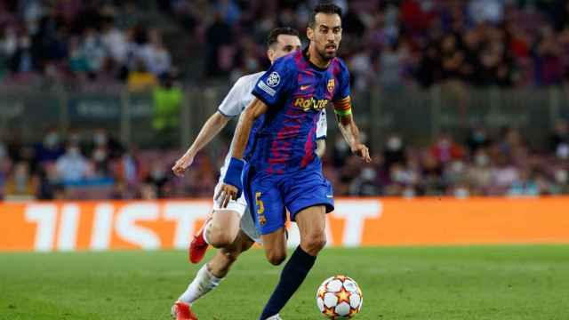 Sergio Busquets en un partido de Champions con el Barça