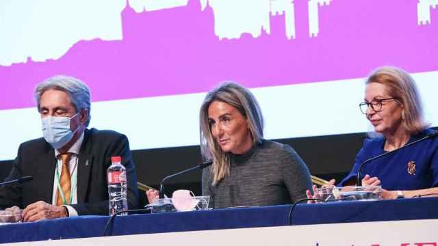 La alcaldesa de Toledo, Milagros Tolón, en el centro de la imagen.