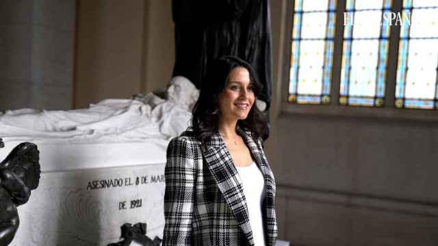 Inés Arrimadas, entre las tumbas de los liberales