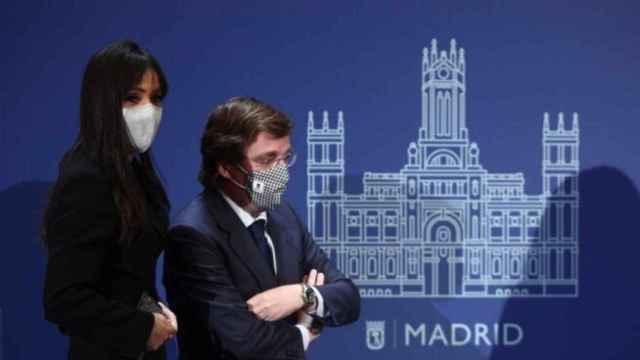 El alcalde de Madrid, José Luis Martínez-Almeida, junto a la vicealcaldesa, Begoña Villacís.