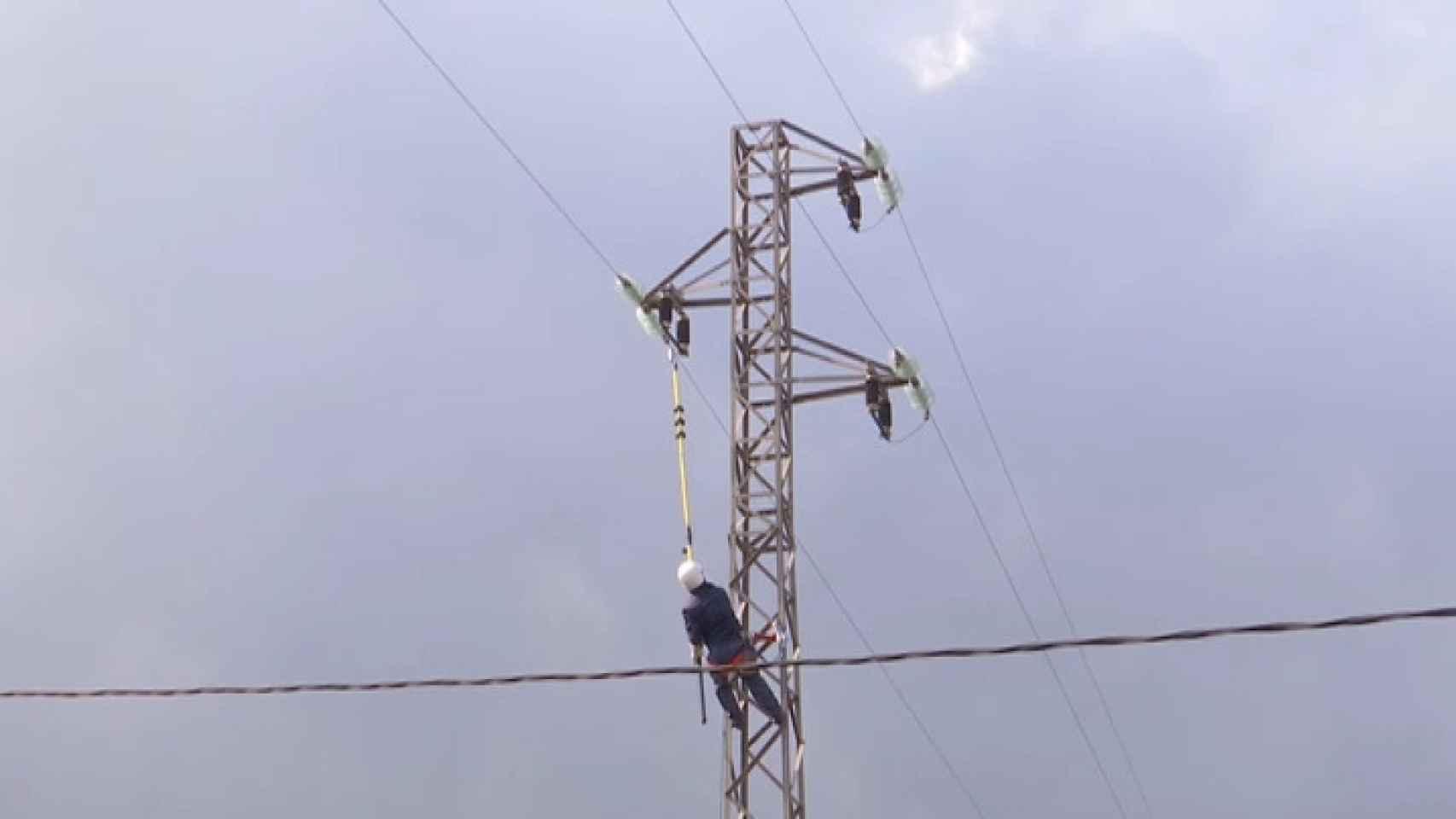 Endesa trabaja para garantizar el suministro de luz en La Palma