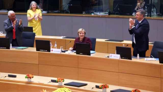 La ovación de despedida de los líderes europeos a Merkel este viernes en su última cumbre