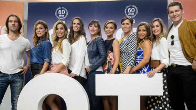 De izquierda a derecha: Javián, Geno, Natalia, Nuria Fergó, Gisela, Chenoa, Rosa, Verónica, Mireia y Manu Tenorio.
