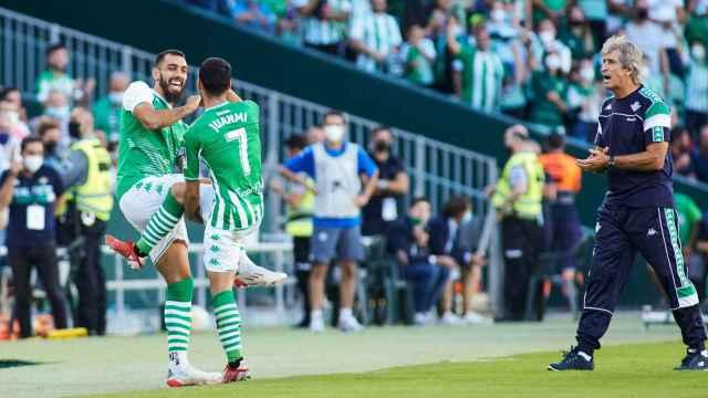 Borja Iglesias y Juanmi celebran un gol ante el Rayo Vallecano