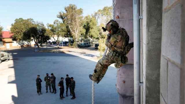 Soldados de elite de Chile y España se ejercitan en Alicante y otras provincias en misiones de emergencias
