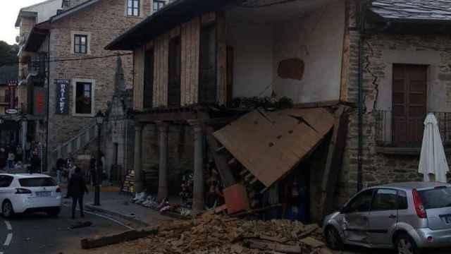 Al menos un herido tras la colisión de un vehículo con una vivienda en Puebla de Sanabria