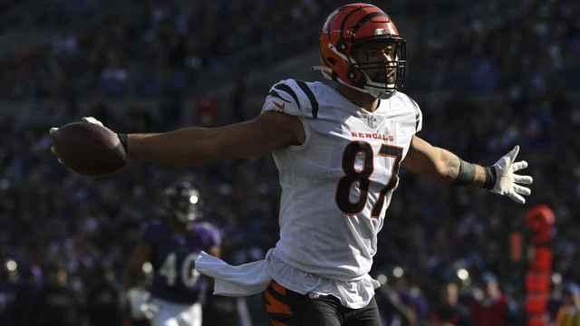 C.J. Uzomah de los Cincinnati Bengals en un partido de la NFL
