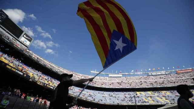 Una estelada en el Camp Nou antes de El Clásico