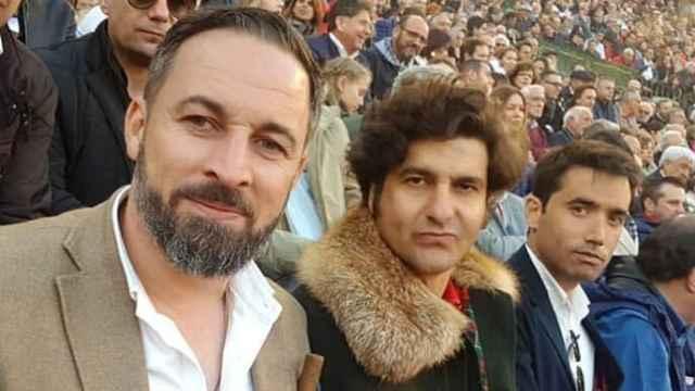 De izquierda a derecha, el líder de Vox Santiago Abascal, el torero Morante de la Puebla y Jorge Marques, su mejor amigo.